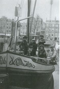 Hoop op Welvaart, Axel. Uit: A.R. Koppejan, 2008: De Blikken Motor/De laatste beurtschippers van Zeeland, p. 169