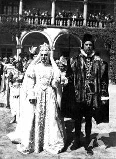 BARBARA RADZIWIŁŁÓWNA - dir. Józef Lejtes (1936). #wedding Theatre Costumes, World History, Documentaries, Medieval, Russia, Gowns, Bride, Film, Classic