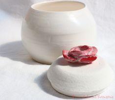 Boite porcelaine ... Toute porcelaine. Et si j'y mettais mes bijoux .... Home Decor, Art Crafts, Porcelain, Jewerly, Decoration Home, Room Decor, Home Interior Design, Home Decoration, Interior Design