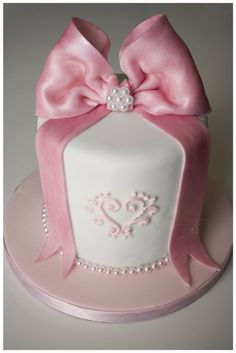 pretty pink cake - by Cris Figueired♥ Fancy Cakes, Cute Cakes, Pretty Cakes, Gorgeous Cakes, Amazing Cakes, Fondant Cakes, Cupcake Cakes, Fondant Bow, Mini Cakes