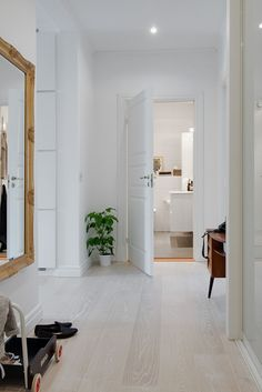 Belen Canalejo uploaded this image to parquet'. See the album on Photobucket. Plank Flooring, Wooden Flooring, Flur Design, Bedroom Decor For Couples, White Oak Floors, Hallway Designs, Bedroom Flooring, Minimalist Home, Home Living Room