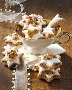 The recipe for cinnamon stars and more free recipes on LECKER.de Pinner Zimtsterne Image Size 308 x Galletas Cookies, Xmas Cookies, No Bake Cookies, Cinnamon Recipes, Baking Recipes, Cookie Recipes, Christmas Sweets, Christmas Baking, Christmas Recipes