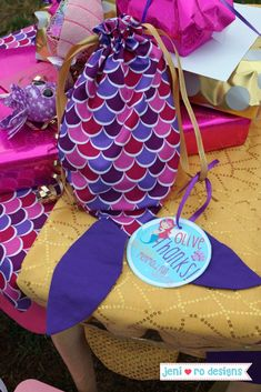 Mermaid themed 6th Birthday Party! Mermaid tail favor bags and printable favor tags. jenirodesigns.com #jeniroparties