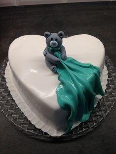Sweet teddy cake for baby shower