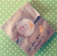 """na """"mochila como quando criança"""" tb tem música! #comoquandocriança #festinhascaseiras #festadobem #festaemcasa #afestanamochila #festacomamor #handmadeparty #feitoamão"""