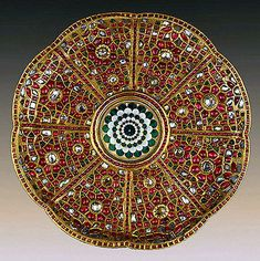 Plate. 17th century. India. Great Mughal Dynasty. Gold, uncut diamonds, rubies, emeralds and enamel.