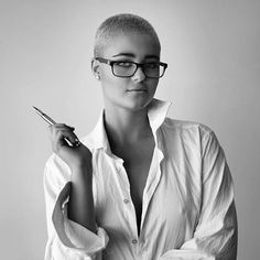 Stefania, Goddess of short hair