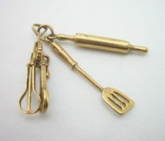Vintage 9ct Gold Charm Cooking Equipment
