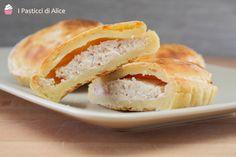 Le Mini Pie Patate Prosciutto e Ricotta sono tortine preparate con una base morbida impastata con le patate e farcite con una delicata mousse al prosciutto.