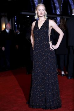 Jennifer Lawrence de Christian Dior Alta Costura en la Premiere en Londres de Los juegos del hambre: Sinsajo 2. 2015.