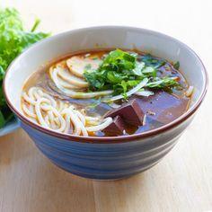 Vietnamese Spicy Beef Noodle Soup (Bun Bo Hue) — Vietnamese Home Cooking Recipes - Food - Beef Noodle Soup, Beef And Noodles, Vermicelli Soup Recipe, Mi Xao, Vietnamese Pork, Vietnamese Recipes, Vietnamese Cuisine, Soup Recipes