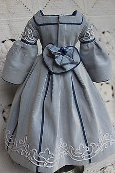 Beautiful-dress-for-antique-French-fashion-doll-18inch-1860years