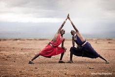 Na het Christendom, internet en mobieltjes is er weer iets nieuws over gewaaid vanuit het Westen: New Age. De Afrikaanse Masaï-krijgers gaan tegenwoordig hartstikke zen door het leven.