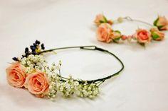 Aprendiendo a hacer una corona de flores para la cabeza, en el blog de Srta. Moneypenny #floralcrown #crown #flowers