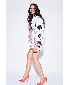 Deepika Padukone is a well known Indian model and actress in the Bollywood industry. Padukone made her film debut with the 2006 Aishwarya movie. Indian Celebrities, Bollywood Celebrities, Bollywood Actress, Bollywood Stars, Bollywood Fashion, Indian Film Actress, Indian Actresses, Deepika Padukone Latest, Denim On Denim Looks