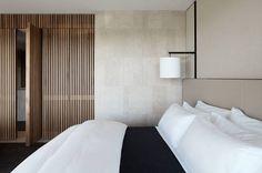 Mirror in Bedroom - Hotel Realm by Redgen Mathieson Couple Room, Casa Hotel, Hotel Room Design, Mid Century Modern Bedroom, Master Room, Hotel Interiors, Suites, Home Bedroom, Bedrooms