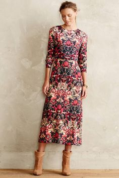 adorable vintage floral midi dress for fall | Skirt the Ceiling | http://skirttheceiling.com