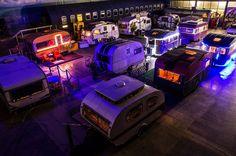 """Um armazém que acabou virando um """"acampamento vintage"""" - de Michael Bonner"""