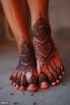 Beautiful body art.