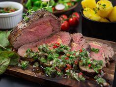 Slik steker du biff perfekt - med steg i video Chimichurri, Frisk, Steak, Food And Drink, Cooking Recipes, Lunch, Dinner, Table, Beautiful