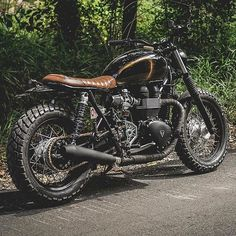 Cannot resist to repost this from @scramblerstrackers so beautiful ・・・ Scramblers & Trackers | Triumph by @zeuscustom #zeuscustom #triumphofficial #fortheride #triumph #bonneville #truxton #scrambler #tracker #scramblers #trackers #custombike #customculture
