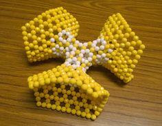 Bead model of a Trinoid by Tsai-Rong Liu (劉采容)