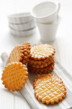 Galettes Bretonnes| But these little bad boys right here are just mini buttery and salty cookies. (Which are by the way also very delilicious)