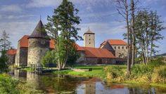 Na Švihově se letos vůbec poprvé v historii můžete podívat až do nejvyššího patra hradní věže. Historical Monuments, Fortification, Where The Heart Is, Czech Republic, Vacation, Mansions, World, Manor Houses, Water