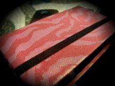 Descrição: capa para smartphone  animal print rosa Modelo: 13 Tamanho: 13x2x7x3 Contato: rosanawendt@yahoo.com.br http://twitter.com/rosanawmonteiro Curta página no facebook:  http://www.facebook.com/rosanawmonteiro
