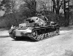 Panzerkampfwagen IV (7,5 cm Kw.K. L/24) (Sd.Kfz. 161) Ausf. F | Interesting camouflage pattern.