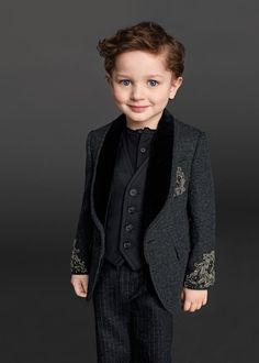 Look at those eyes, that smile & that suit - Dolce & Gabbana Children Winter Collection 2016 Toddler Boy Fashion, Little Boy Fashion, Young Fashion, Kids Fashion, Womens Fashion, Stylish Baby, Stylish Kids, Baby Haircut, Little Man Style