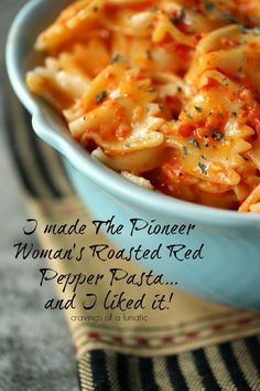 Roasted Red Pepper Pasta from cravingsofalunati.- Very easy to make, and utterly delicious. This recipe is a crowd pleaser. (Cravings of a Lunatic) Thi. Roasted Red Pepper Pasta, Roasted Red Peppers, Red Pepper Sauce Pasta, Italian Dishes, Italian Recipes, Italian Foods, Italian Pasta, Pasta Dishes, Food Dishes