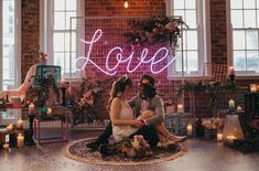 It's Electric: Couples are Going Nuts for Neon Wedding Signs - Green Wedding Shoes DIY I Do-ers: You Could *Totally* Make these Wedding Backdrops - Green Wedding Shoes. Edgy Wedding, Wedding Trends, Our Wedding, Wedding Ideas, Wedding Pictures, Wedding Blog, Neon Led, Custom Neon Signs, Green Wedding Shoes