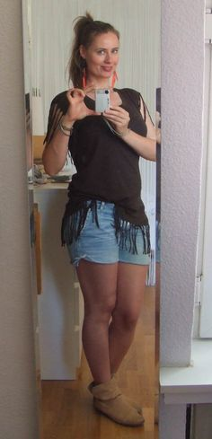 Shirt Weekday, Shorts DIY, Boots Görtz, Ohrringe H & M