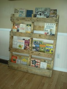 """I appreciate the honlesty of this home """"made"""" book shelf.  This reminds me of something to display picture books in a child's room, but of course, it would topple over on the child and injure them.  DIY Bookshelf Ideas with Pallet Wood"""