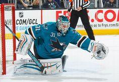 San Jose Sharks goaltender Antti Niemi makes a glove save (Jan. 3, 2015).
