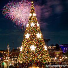 Decorated outdoor big fake christmas trees | iChristmasLight