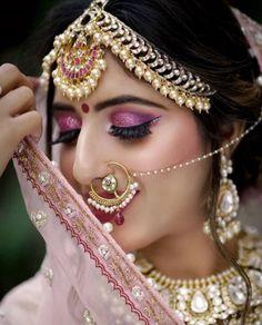 9 Sassy Bridal Eye Makeup Styles To Flaunt At Your Wedding Bridal Makeup Images, Beautiful Bridal Makeup, Best Bridal Makeup, Bridal Makeup Looks, Bride Makeup, Indian Wedding Makeup, Indian Bridal Makeup, Asian Bridal, Indian Bridal Photos