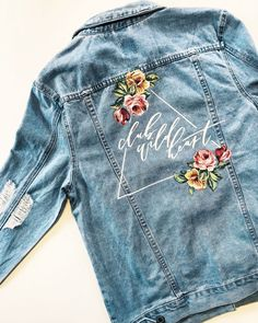 How to Make a Custom Leather Jacket by Yourself (It's Easier Than You Think) - diy kleidung - Denim Painted Denim Jacket, Painted Jeans, Painted Clothes, Diy Clothes Paint, Hand Painted, Diy Clothing, Custom Clothes, Denim Kunst, Diy Fashion