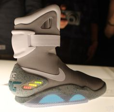 Back To The Future Shoes - The Nike Air Mag, only pairs made! Nike Air Mag, Marty Mcfly, Nike Outfits, Work Outfits, Tech Gadgets, Cool Gadgets, Nike Shoes, Sneakers Nike, Roshe Shoes