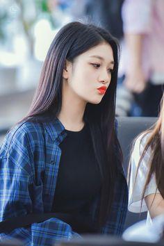 #fromis_9 #seoyeon #kpop #asian Pretty Girls, Cute Girls, Cool Girl, My Girl, Kpop Girl Groups, Korean Girl Groups, Kpop Girls, Lee Seo Yeon, Korean Photo