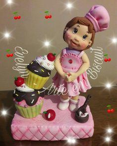 Cozinheira de cupcakes fofinha Evelyn - Arte em Biscuit
