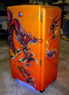 Airbrushed Dragon Fridge - Painted by Mike Lavallee of Killer Paint… Airbrush Designs, Airbrush Art, Air Brush Painting, Car Painting, Painted Fridge, Pinstriping Designs, Helmet Paint, Custom Airbrushing, Paint Stripes