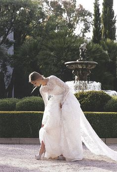 Long Sleeved Wedding Dress..<3