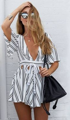 With this seductive striped plunge cutout drawstring romper, you can turn a casual outfit into a sassy one. Complement with gladiator sandals for a chic look. Spring Summer Fashion, Spring Outfits, Fashion Fall, Short Outfits, Style Fashion, Fashion Trends, Rosa Blazer, Popular Outfits, Outfit Trends