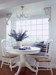 30 Best Oval Tables Ideas You'll Love - InteriorSherpa Small Space Living Room, Small Spaces, Fresco, Best Dining, Breakfast Nook, Dining Room Design, Kitchen Dining, Kitchen Booths, Dining Rooms