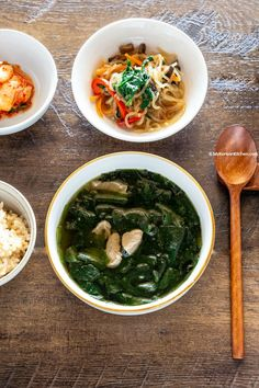 Korean Seaweed Soup Miyeok Guk Learn how to make healthy and comforting Korean seaweed soup Sea Weed Recipes, Asian Recipes, Ethnic Recipes, Healthy Soup, Healthy Foods To Eat, Healthy Recipes, Healthy Life, Seaweed Soup Recipe, Korean Seaweed Soup