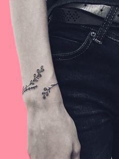 30 Mini Tattoos On Wrist Meaningful Wrist Tattoos - Mini Tattoo . - 30 Mini Tattoos On Wrist Meaningful Wrist Tattoos – Mini Wrist Tattoos; Meaningful Wrist Tattoos, Simple Wrist Tattoos, Wrist Tattoos For Women, Tattoo Designs For Women, Tattoos For Women Small, Small Tattoos, Tattoo Style, Tattoo On, Piercing Tattoo
