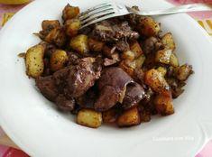 Fegatini di pollo con patate e cipolla. Un piatto decisamente rustico ma tanto buono. Molto nutriente e gustoso. Da fare e rifare. Irish Stew, Guinness, Pot Roast, Pork, Tasty, Beef, Ethnic Recipes, Carne Asada, Kale Stir Fry