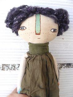 Muñeca bordada a mano con pelo de lana cosido a mano. 32 cm de AntonAntonThings en Etsy